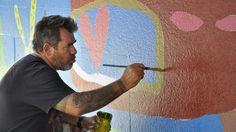 Milo Lockett: el artista plástico del momento -Con la crisis del año 2001 debió cerrar las puertas de su fábrica, lo que se convirtió en un punto de inflexión para Milo. En ese momento decidió comenzar a pintar y dedicarse de lleno al arte.