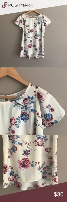 Potter's Pot Floral Blouse This beautiful cream floral blouse has been gently worn. Fabric has no stretch and will fit best xs-m Potter's Pot Tops Blouses