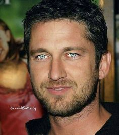 Gerard Butler and his beautiful blue eyes Beautiful Blue Eyes, Beautiful People, Blue Eyed Men, Men With Blue Eyes, Cool Eyes, Blue Hair, Cute Guys, Movie Stars, How To Look Better