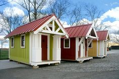Photo credit to Tumbleweed Tiny House Company. HGTV had the brilliant idea of using Tumbleweed tiny houses for a design challenge on their show HGTV Design Star - for that I applaud them; Tiny House Big Living, Tiny House Cabin, Tiny House Plans, Tiny House Design, Tiny House Company, Tiny House Listings, Tiny Houses For Sale, Little Houses, Small Houses