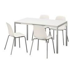IKEA - TORSBY / LEIFARNE, Asztal és 4 szék, A magasfényű felület visszatükrözi a fényt, ami élénk megjelenést kölcsönöz a bútornak.