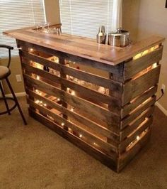 Use Pallet Wood Projects to Create Unique Home Decor Items Diy Home Decor Projects, Diy Pallet Projects, Pallet Ideas, Wood Projects, Furniture Projects, Bar En Palette, Palette Deco, Pallet Furniture For Sale, Bar Furniture