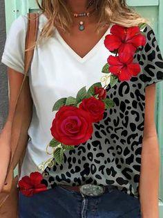 T Shirt Flowers, Flower Shirt, Short Sleeve Blouse, Short Sleeve Dresses, Flower Fashion, Women's Fashion, Fashion Outfits, Basic Tops, Summer Tops