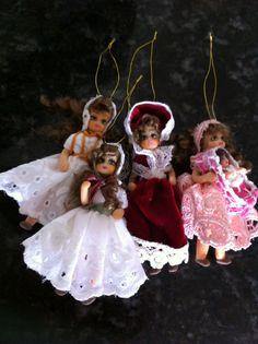 Muñecas de Navidad para el árbol navideño     En porcelana fría son de 8 cm