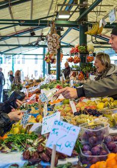 The Rialto Market Verona, Rialto Market, Deli Shop, Traditional Market, Italy Spain, Venice Italy, Farmers Market, Italy Travel, Stuffed Mushrooms