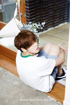It's been 10 years since Lee Hyun-woo started acting. He's 23. He wants to be better and also enjoy life. He mentioned that 'Northern Limit Line' was what he got at the end of endless effort. However, he knows well of the precious time he's spending. He thinks hard about his life as an actor and he knows he has to be faithful for a better future. Knowing what he's thinking and what he's into, helped in getting to know him.