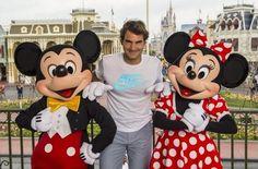 #RogerFederer en #Disneyworld con #Mickey y #Minnie
