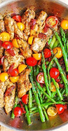 Spring Recipe: Basil Pesto Chicken with Cherry Tomatoes, Asparagus, and Sun-Dried Tomatoes. Boneless, skinless chicken thighs cooked with sun-dried tomatoes, asparagus, cherry tomatoes in a delicious basil pesto sauce. Everything is done in one pan, 30 minutes recipe from start to finish! Best Asparagus Recipe, Grilled Asparagus Recipes, Pesto Recipe, Vegetarian Recipes, Cooking Recipes, Healthy Recipes, Healthy Dishes, Healthy Eating, Basil Pesto Chicken