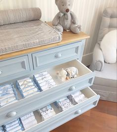 How to organize nursery dresser easly? Diy Baby Clothes Quilt, Baby Clothes Storage, Baby Dresser, Dresser Drawers, Nursery Dresser Organization, Organize Nursery, Underwear Organization, Baby Decor, Storage Spaces