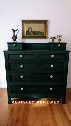 Green Painted Furniture Annie Sloan Dressers 33 Ideas For 2019 Green Painted Furniture, Refurbished Furniture, Colorful Furniture, Paint Furniture, Repurposed Furniture, Furniture Projects, Furniture Makeover, Annie Sloan Painted Furniture, Furniture Design