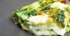 Lasagna pane carasau, pesto basilico, crema patate, stracchino Pasta Con Broccoli, Lasagna, Quiche, Vegetables, Breakfast, Food, Chowder, Morning Coffee, Meal