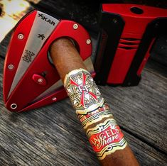 Famous Cigars, Cuban Cigars, Cigar And Whiskey Party, Whisky, Havana Cigars, Cigar Room, Pipes And Cigars, Cars And Coffee, Cigar Smoking