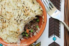 Veggie Shepherds Pie is a popular comfort food turned healthy (and vegetarian)! :) #shepherdspie #recipe
