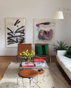 In the summer time your living room should be fine, or even dreamy! So, we will show you ten inspiring living rooms that will match your summer dreams. Check them out: Photo credit Cool afternoon Make an artsy painting the main deco piece in your living Home Interior Design, Interior Architecture, Interior Decorating, Interior Livingroom, Decorating Ideas, Interior Colors, Interior Plants, Decorating Websites, Interior Modern