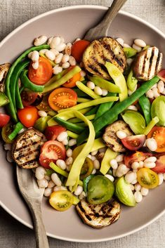 Summer Vegetable Salad with corn, eggplant, beans and tomatoes with anchovy vinaigrette Vegetable Salad Recipes, Vegetable Side Dishes, Healthy Cooking, Cooking Recipes, Healthy Recipes, Veg Soup, Summer Kitchen, Dinner Salads, Easy Salads
