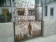 Natural steel cancello in ferro raffigurante albero interamente forgiato a mano con finitura ruggine