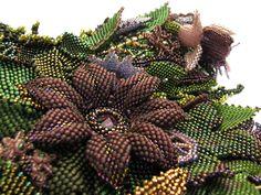 FOREST OF DESIRE - Leśna kolia z kwiatów i liści Seed Bead Flowers, Beaded Flowers, Seed Beads, Flower Bracelet, Flower Necklace, Flower Brooch, Beaded Necklaces, Beaded Jewelry, Bead Art