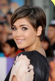 Ladies Short Hairstyles 2017 for Round Faces