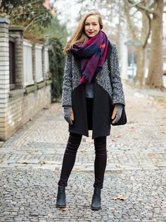 Teen Vogue: Fashion, Beauty, Entertainment News for Teens Teen Vogue, Poncho Style, Work Wardrobe, Black Booties, Grey Sweater, Plaid Scarf, Winter Outfits, Celebrity Style, Kleding