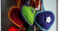 ♥♥♥      Hartje   Sleutelhanger of Tashanger     ♥♥♥         ♥♥♥     Gehaakt methaaknaald 3 mm   en 3 kleurenCatania van Schachenmayr... Crochet Earrings, Projects To Try, Crochet Hats, Catania, Inspiration, Sink Tops, Canker Sores, Amigurumi, Tricot