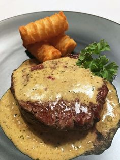 Filetsteak with Sauce Café de Paris - Rezepte - Fleisch / Meat Recipes - Meat Recipes Sauce Recipes, Meat Recipes, Cooking Recipes, Healthy Recipes, Dinner Recipes, Latin Food, Sauce Steak, Meat Steak, Bbq Meat
