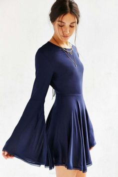ea31f6de5db 14 Vestidos que hasta la menos femenina va a querer usar Dress With Bell  Sleeves