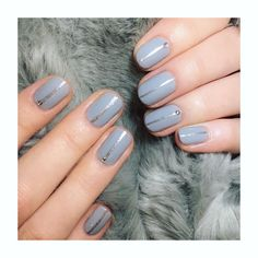 Grey silver line nails.  Luxe, chic, minimal nail art in Bio Sculpture Gel