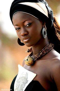 African Beauty!                                                                                                                                                                                 Más