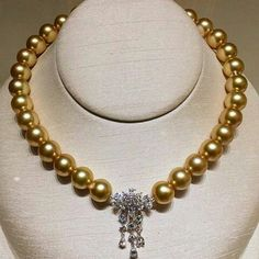 Fantastic necklace set with platinum, diamonds and pearls by #mikimoto