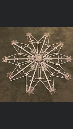 Christmas Ornament Crafts, Diy Christmas Tree, Outdoor Christmas Decorations, Holiday Crafts, Wire Hanger Crafts, Dollar Store Christmas, Plastic Hangers, Clothes Hangers, Coat Hanger