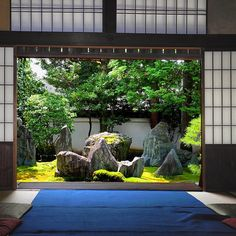 Kyoto, Mirei Shigemori, Notable landscape gardiner, working in a modern idiom. House and garden of his own design. Small Japanese Garden, Japanese Garden Design, Japanese Landscape, Japanese Interior, Japanese Architecture, Japanese House, Japanese Gardens, Zen Gardens, Zen Garden Design