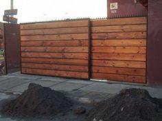 Reja de fierro y madera horizontal.