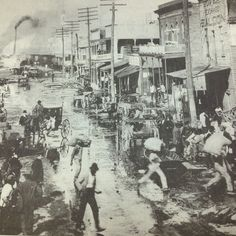 Vicksburg Waterfront, late 1800s or early 1900s. – Business is booming on the MS River front in Vicksburg, At the turn of the century, the MS River was the primary source of transportation for goods into and out of the state.