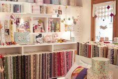 Atelier-boutique Adeline Klam 37, rue Galilée – 75016 ParisOuvert du mardi au samedi de 12h à 19h
