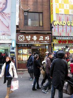 ++ SEOUL ++ Myeongdong Gyoja [calguksu - gyoja mandu] // 24 Myeongdong 2-ga, Jung-gu 100-809 // Open every day, 10:30 a.m. to 9:30 p.m. // Subway line 4 to Myeongdong station (Exit 8) // www.mdkj.co.kr
