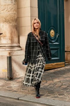 Paris Fashion Week Street Style Accessories Spring 2019 Day The best Street Style looks from the Paris Women's Spring 19 shows and fashion week. Best Street Style, Looks Street Style, Street Style Trends, Spring Street Style, Casual Street Style, Street Chic, Street Style Women, Street Styles, Spring Style