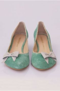 Mint flats - so lovely! Pretty Shoes, Beautiful Shoes, Cute Shoes, Me Too Shoes, Bow Shoes, Shoes Heels, Dream Shoes, Crazy Shoes, Look Fashion