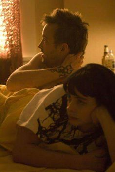Still of Aaron Paul and Krysten Ritter in Breaking Bad I find it funny that they were dating in the show and their names in real life are the same as mine and my boyfriends lol Best Series, Tv Series, Breaking Bad Jesse, Krysten Ritter Breaking Bad, Jesse Pinkman, Weird Fish, Aaron Paul, Great Tv Shows, Best Tv