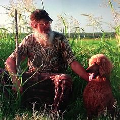 Our favorite part of last night's episode... Si Robertson's huntin' poodle! : )