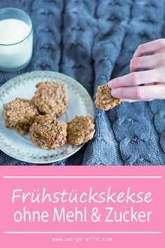 Bei uns gibt es heute zum Frühstück leckere Haferflockenkekse ohne Mehl und oh… With us today for breakfast delicious oatmeal biscuits without flour and without sugar. The breakfast biscuits taste really delicious. Oatmeal Biscuits, Breakfast Biscuits, Breakfast Cookies, Baby Food Recipes, Cookie Recipes, Healthy Oatmeal Cookies, Food Tags, Le Diner, Vegan Breakfast Recipes