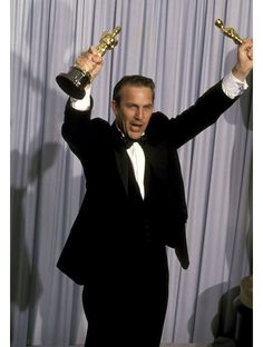 Kevin Costner at the Academy Awards 1991 for Best Director, Best Actor Dances With Wolves. Kevin Costner, Academy Award Winners, Academy Awards, Best Actress, Best Actor, Vanity Fair, Les Oscars, Luke Grimes, Dances With Wolves