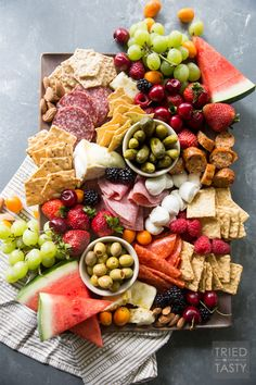Fruit Lovers Summer Charcuterie // This taste of summer will wow your palate with all your favorite berries, cheeses, meats, and crackers. This is the perfect recipe for entertaining guests this summer! Charcuterie And Cheese Board, Charcuterie Platter, Meat Platter, Cheese Boards, Meat And Cheese Tray, Cheese Platters, Wine Cheese, Cheese And Cracker Tray, Appetizers For Party