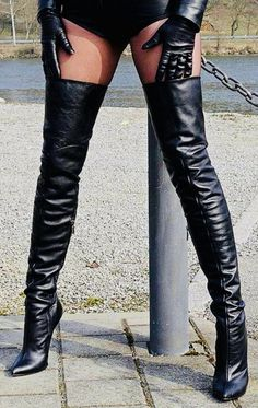 Boots are truly fashionable and there is broad option from flat-heels to stilettos, wedges, and platforms, boots are whatever in between. High Heel Sneakers, Thigh High Boots Heels, Hot High Heels, Heeled Boots, Thigh High Leather Boots, Leather Gloves, Crotch Boots, Leder Outfits, Sexy Boots