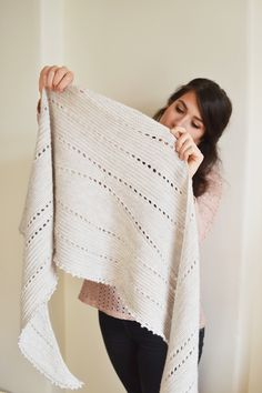 Hollows knitted shawl introcate and modern, romantic - in white - knitting project by Mandarine's