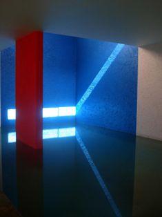 piscine intérieure d' une maison particulière . Mexique architecte de la couleur et de la lumière