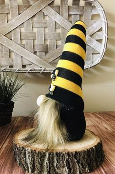 Brand New Bumble bee gnome nordic gnome tomte nisse good Gnome House, Gnome Door, Swedish Tomte, Gnome Hat, Scandinavian Gnomes, Butterfly Crafts, Fairy Doors, Holiday Themes, Christmas Gnome