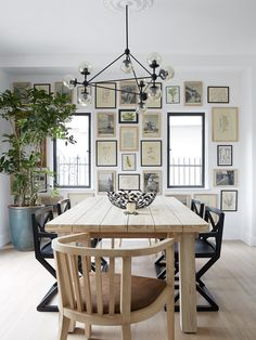 Get the modern farmhouse dining room decor ideas from the table, lighting, chairs, and more. Spanish Colonial Homes, Spanish Bungalow, Mug Design, Teak Dining Table, Inspiration Design, Design Ideas, Dining Room Design, Dining Rooms, Decoration