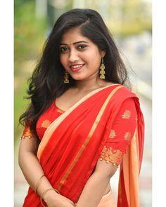 Beautiful Girl In India, Beautiful Indian Actress, Beauty Full Girl, Beauty Women, Kareena Kapoor Photos, Snake Girl, Romantic Girl, Indian Celebrities, Indian Beauty Saree