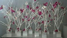 Prácticamente no gastarás nada al usar unas simples ramas secas para crear un adorno o centro de mesa para decorar tu hogar o para una cele...