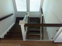 portaat ja kaiteet mustina
